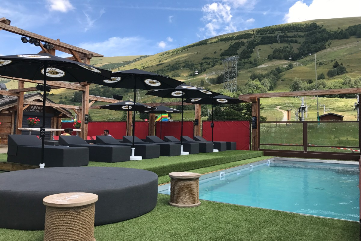 Hotel Cote Brune, Les Deux Alpes (hotel) - Terrace with pool