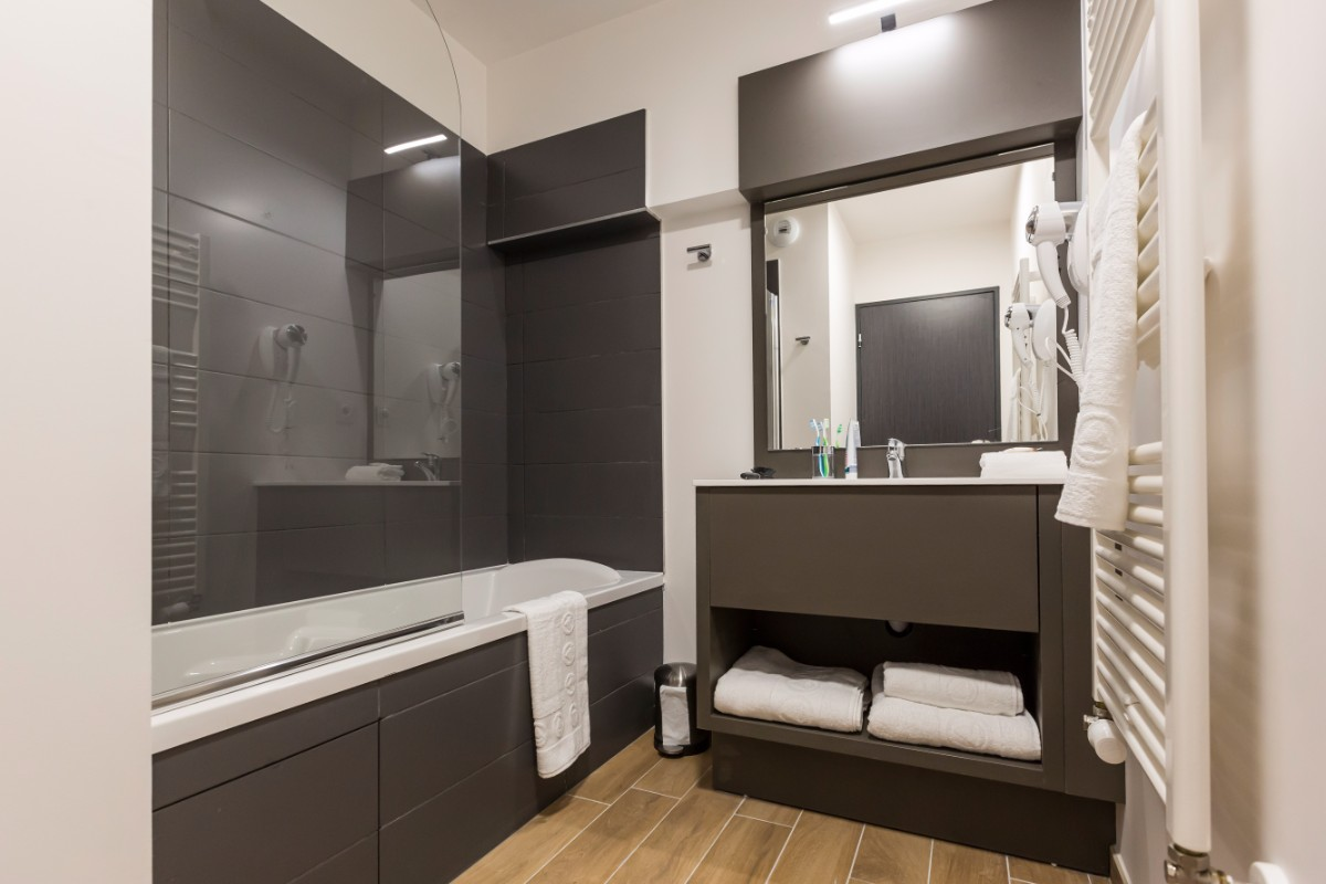 Isatis, Chamonix (self catered apartments) - Bathroom