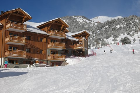 It's so easy to ski-in ski-out at Chalet des Dolines