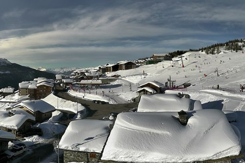 La Rosiere webcam showing snowy rooftops on Christmas Day 2017