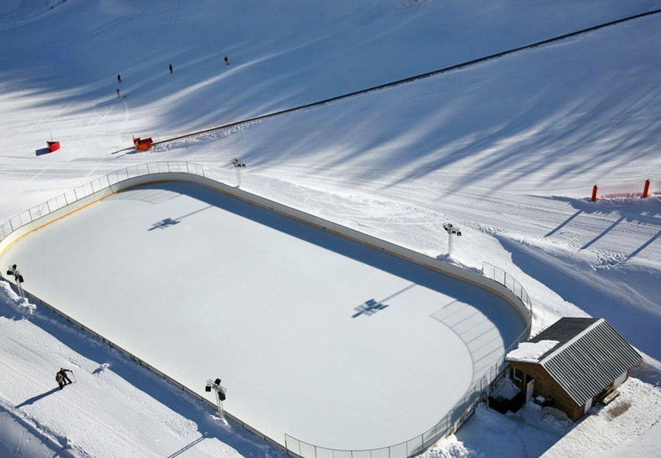 Montgenevre Ski Resort - Ice rink, open until early March